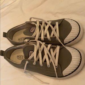 Keens woman's Coronado Sneakers sz 10